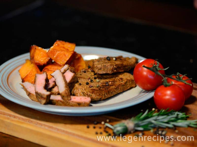 Baked pumpkin with cinnamon and grilled meats with aromatic spices