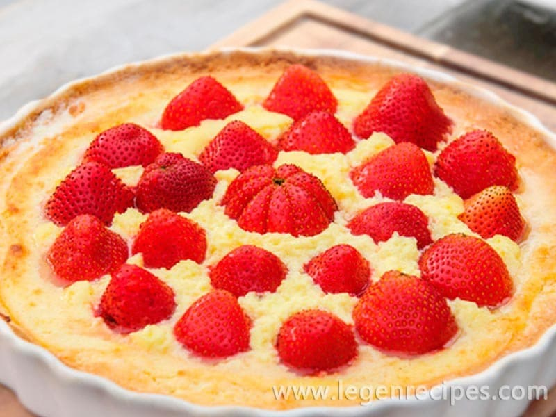 Delicate pie with yogurt filling and strawberries