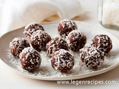 Healthy cacao, coconut and date balls