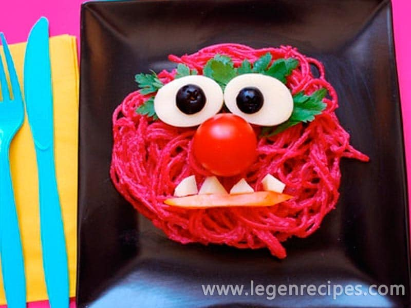 Prepare pink pasta Animal from the Muppets