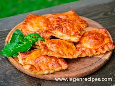 Puff envelopes with spinach