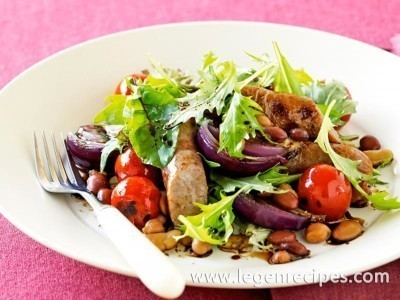 Spicy sausages with bean salad