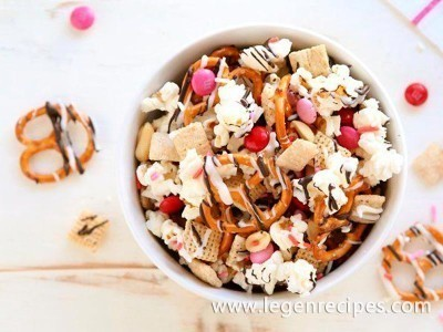 Sweet and Salty Valentine's Chex Party Mix