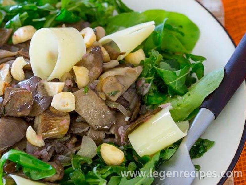 Warm mushroom salad with hazelnuts and Pecorino ...