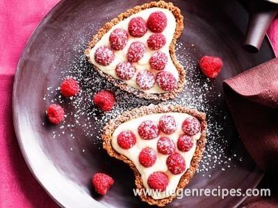 White chocolate cream heart tarts