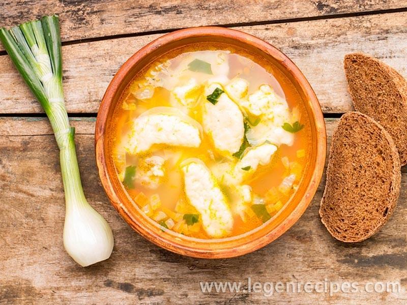 Dumpling soup: cook Ukrainian dish