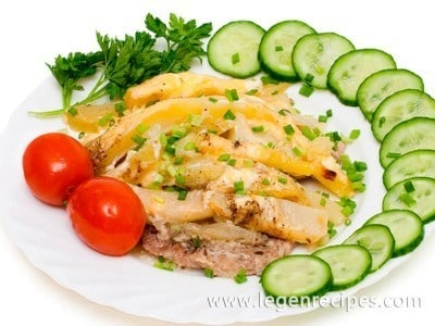 Meat in French in multicookings with a potato side dish