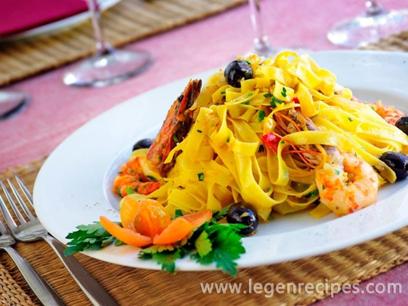 Noodles with shrimp in a garlic sauce - Legendary Recipes
