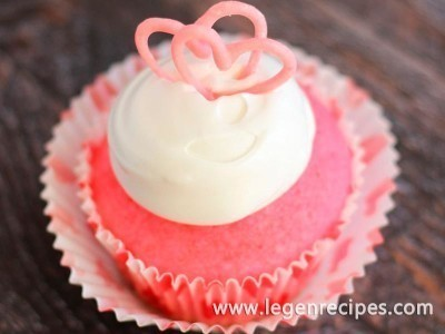 Pink Champagne Cupcakes with Marshmallow Frosting and Chocolate Hearts