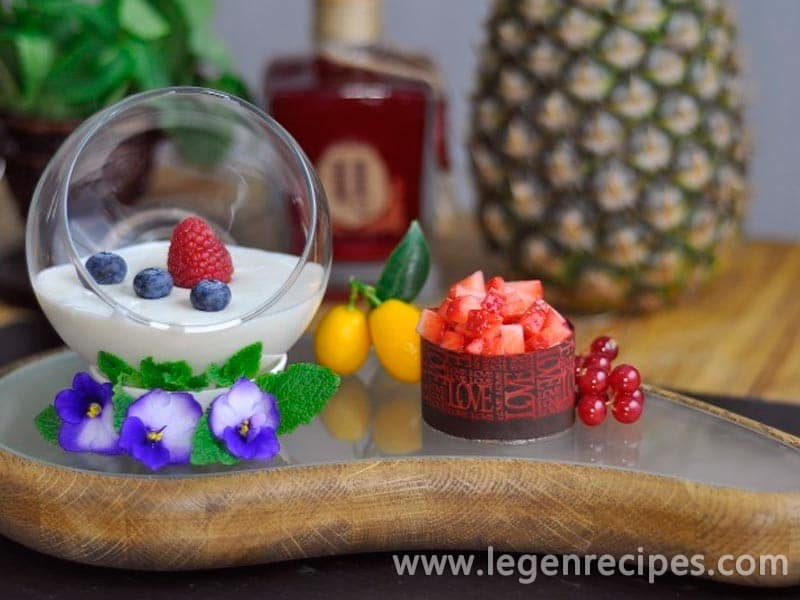 Recipe Panna cotta with strawberry Tartar