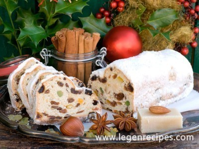 Recipe cake with dried fruit and nuts