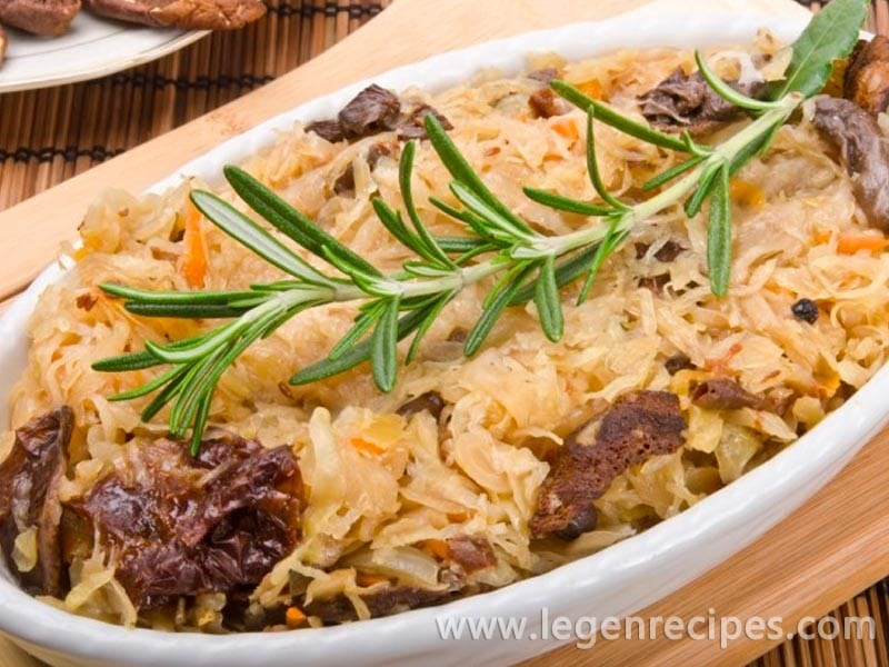 Recipe of bigos with meat and prunes