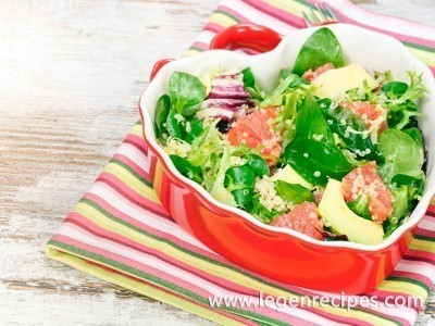 Salad with avocado, grapefruit and pine nuts