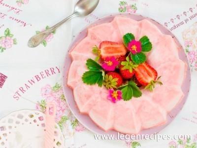 Strawberry creamy dessert