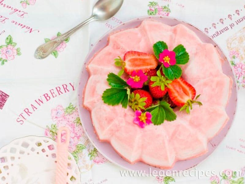 Strawberry creamy dessert