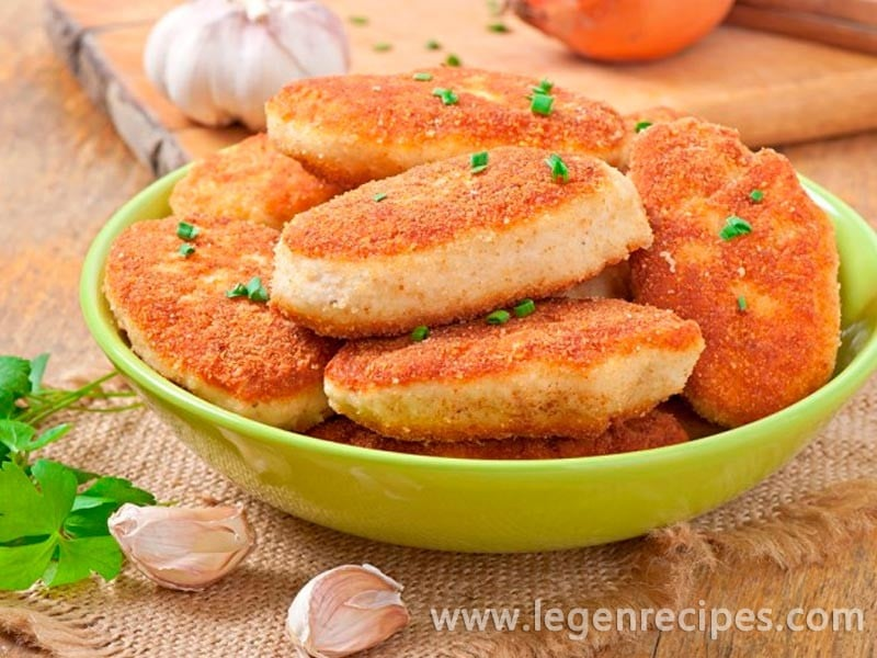 The recipe for chicken cutlets in the slow cooker