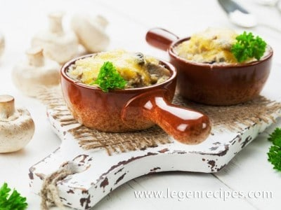 The recipe of julienne with chicken and mushrooms