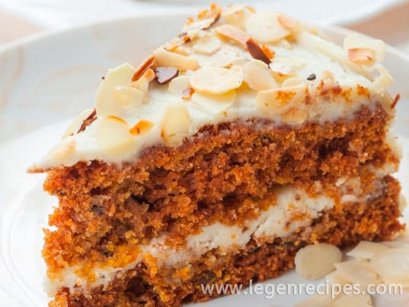 Carrot cake with almonds