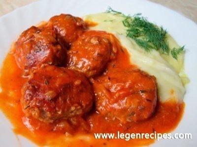 Chicken meatballs with vegetable sauce