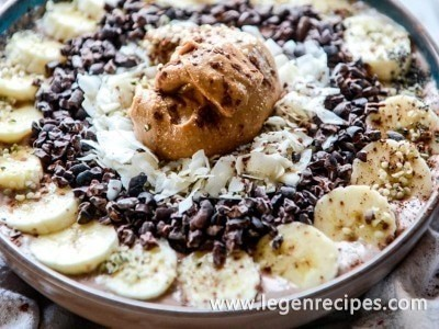 Double chocolate peanut butter smoothie bowls