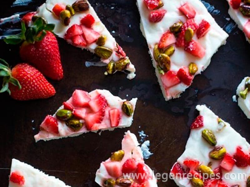 Strawberry and Pistachio Frozen Yogurt Bark