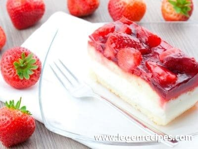 Cake with strawberries: amazing spring dessert