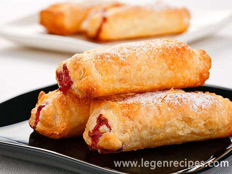 Cakes with strawberries: prepare puff pastry