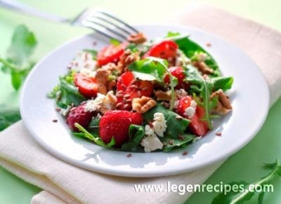 Salad with strawberries, cheese and nuts