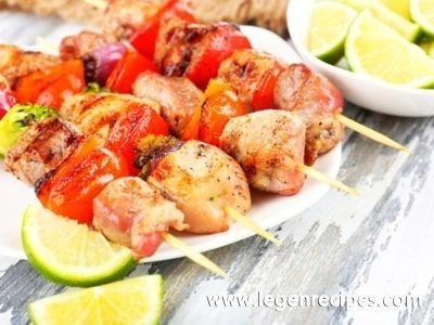 Skewers of chicken with honey and lime juice