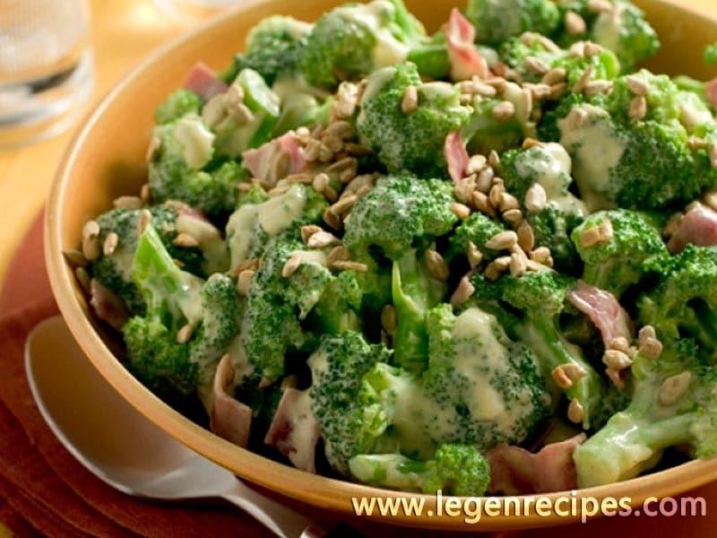 Creamy broccoli with turkey bacon