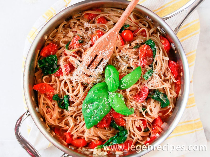 Whole-Wheat Pasta with Tomatoes and Spinach